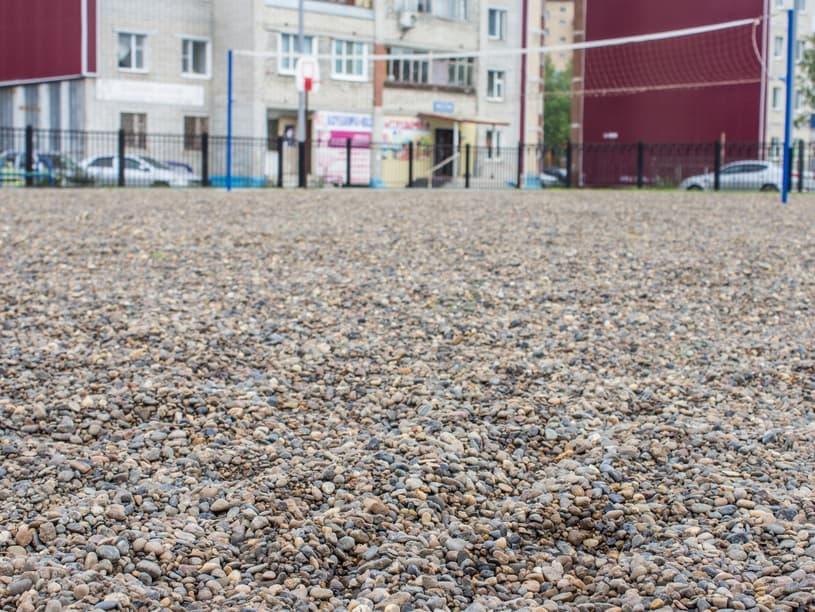 Покрытие спортивной площадки из мелкой гальки